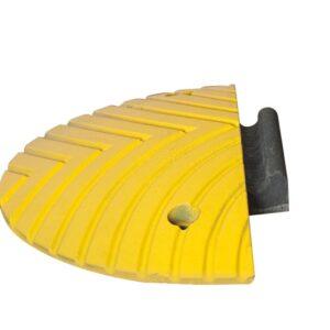 Verkeersdrempel eindstukmet pen 400x200x50mm geel